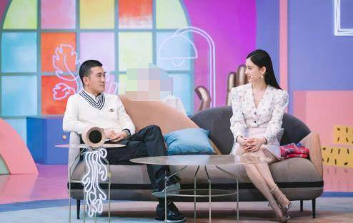 杨子夫妇罕见上综艺!黄圣依穿印花上衣配白裙,清新又显瘦