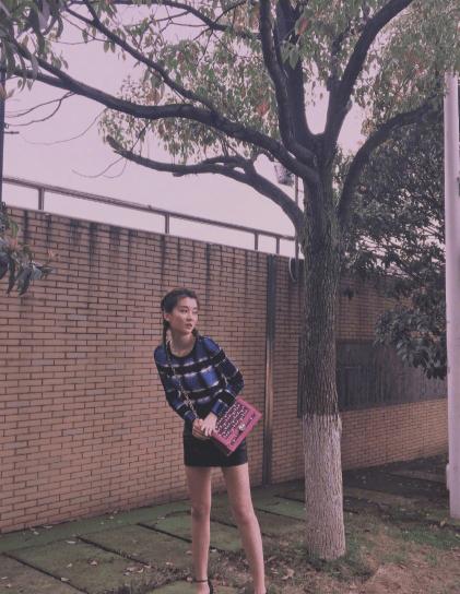 乔欣私下可甜可酷,背带裤都能秀长腿,网友:不经意更撩人