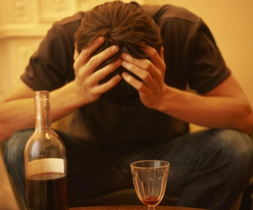 喝酒断片为什么能走路 喝酒断片说话很清醒