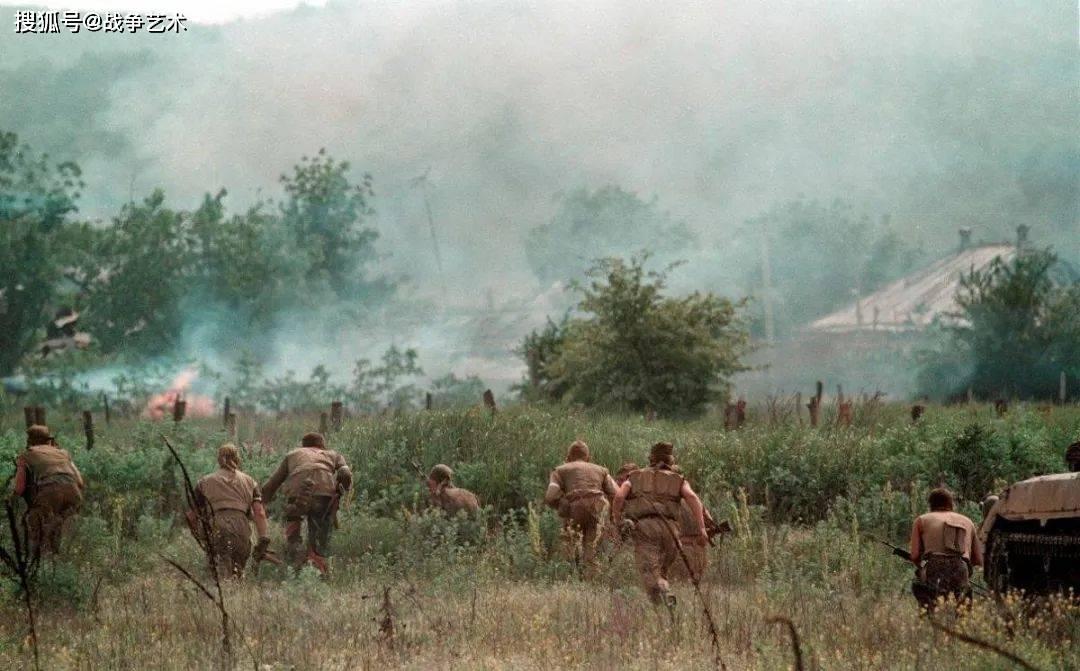 阿富汗战争:20年前,美军对塔利班的降维打击