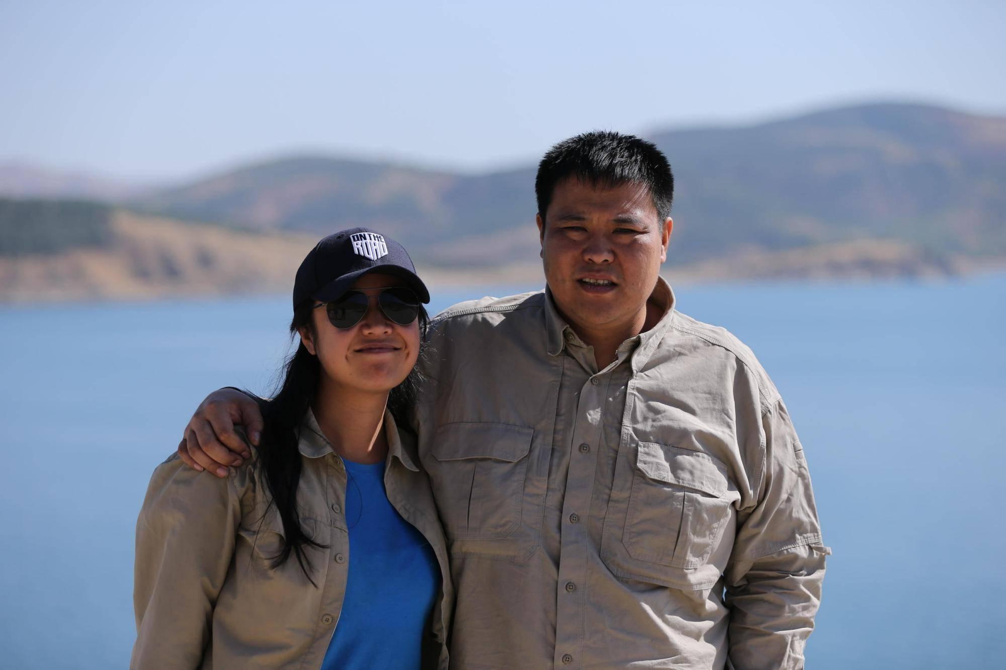 青梅竹马的70后夫妻,变卖所有家产环球旅行,回国一算反赚2亿