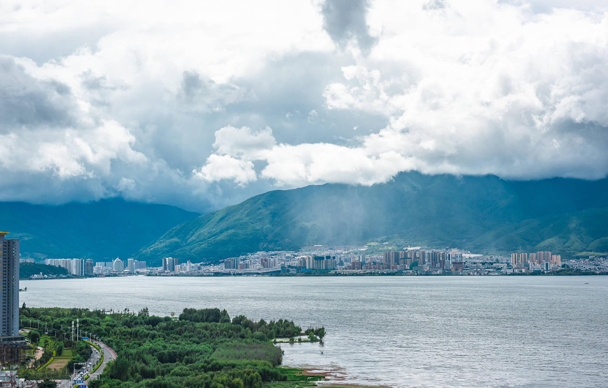 因电视剧《司藤》美景而冲上热搜的云南古城,随便一帧都是壁纸