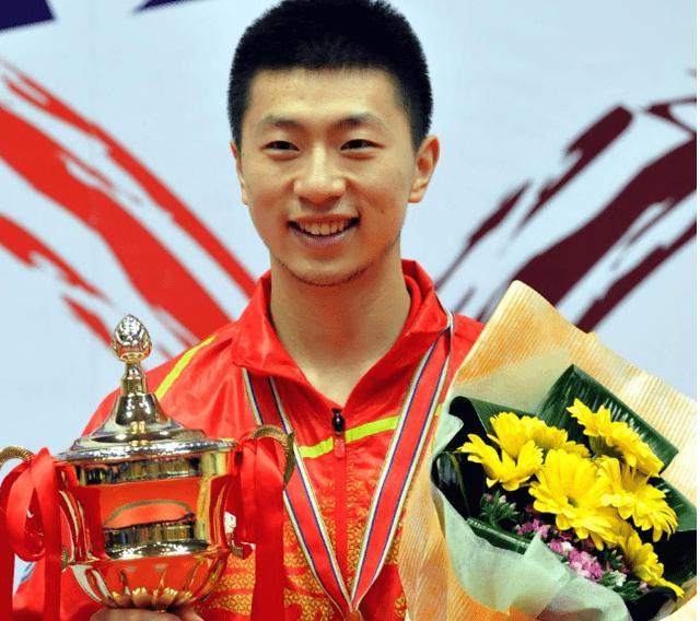 中国乒乓球大满贯,娇妻是校花,身材颜值不输模特,如今生活很滋润