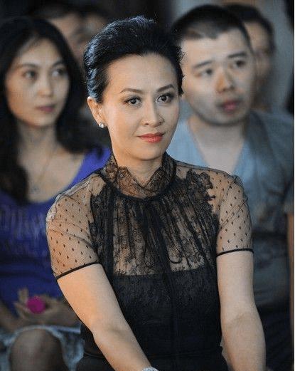 刘嘉玲史上发型最丑的一次,网友:乍一看像裘千尺,真遭黑啊!