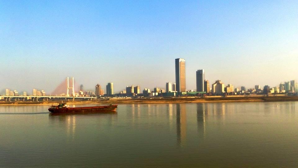 江西南昌与云南昆明的2020年GDP排名情况如何?