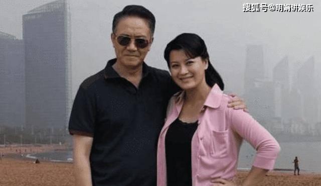 拍完戏后和妻子离婚,李云龙拍戏时假戏真做,娶了小13岁的她  第5张
