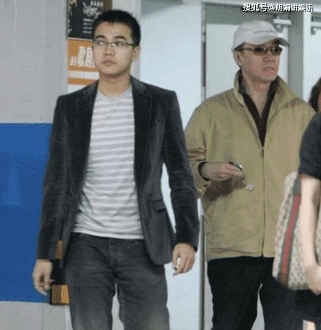 拍完戏后和妻子离婚,李云龙拍戏时假戏真做,娶了小13岁的她  第6张