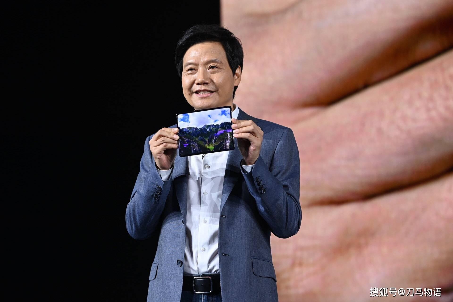 当折叠屏手机价格回到万元以内,拼什么?_小米
