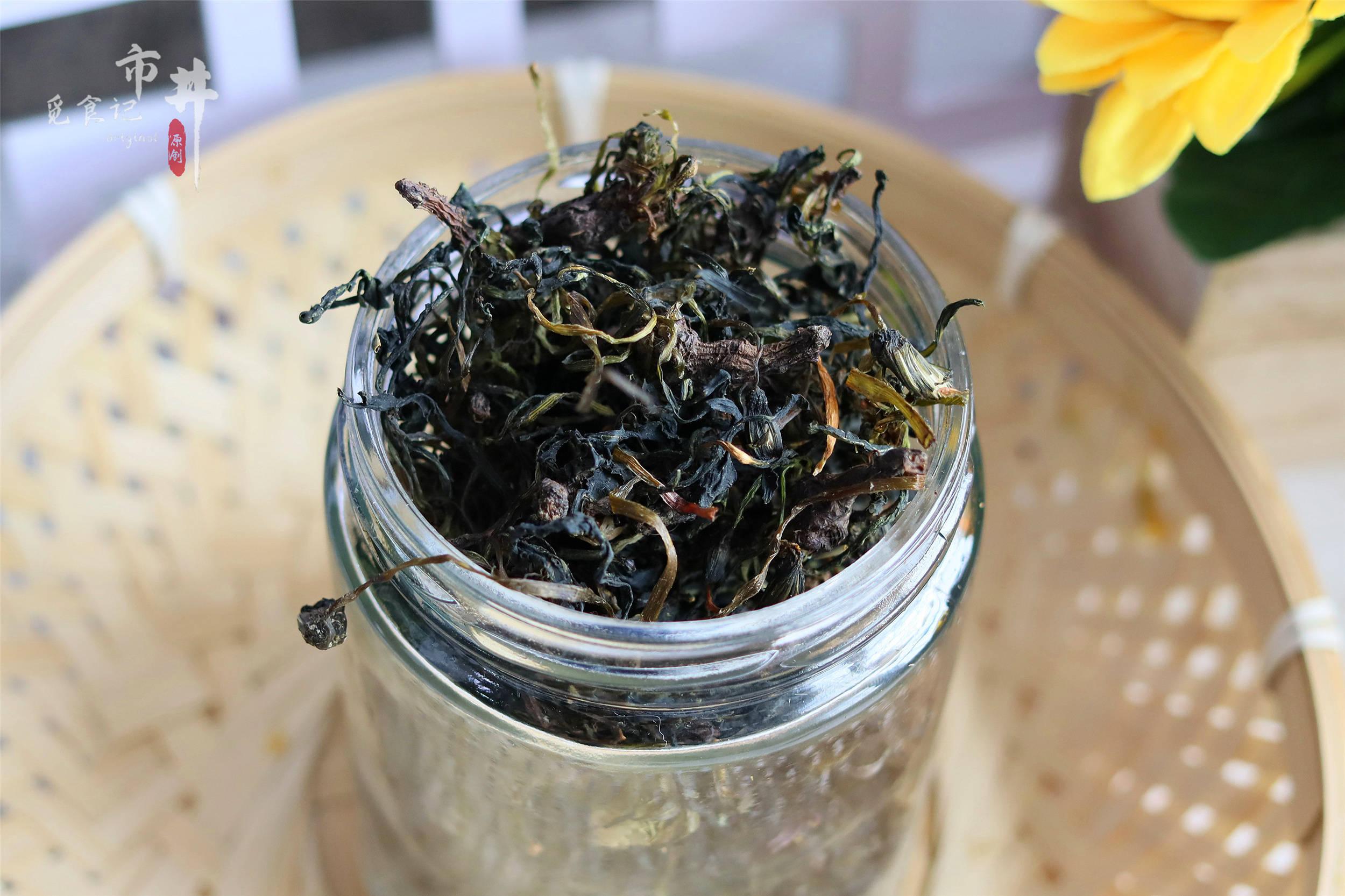 """做蒲公英茶,不能一晒了之,学会""""杀青"""",茶香不苦,体寒也能喝"""