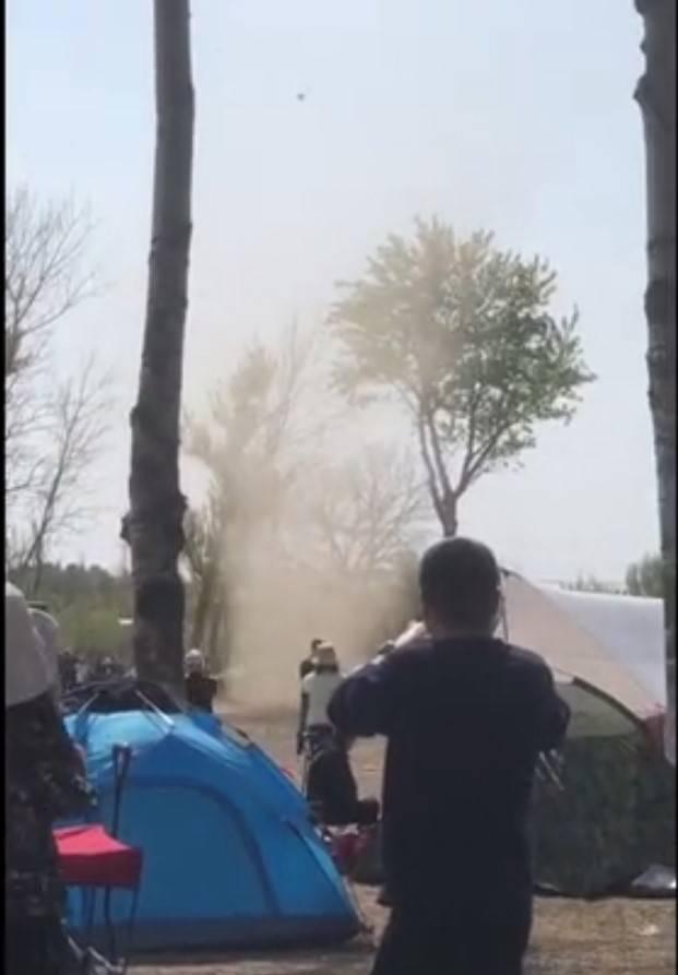 清明节北京惊现尘卷风!接下来的杨柳飞絮期更应该注意