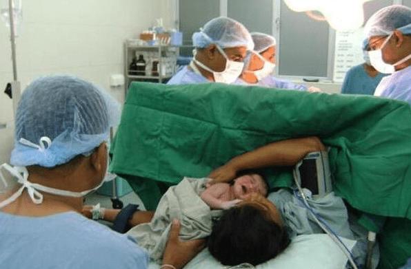 """""""我宝太暖心"""" 临产前半个小时 不仅宝妈在努力胎宝也很""""拼""""-家庭网"""
