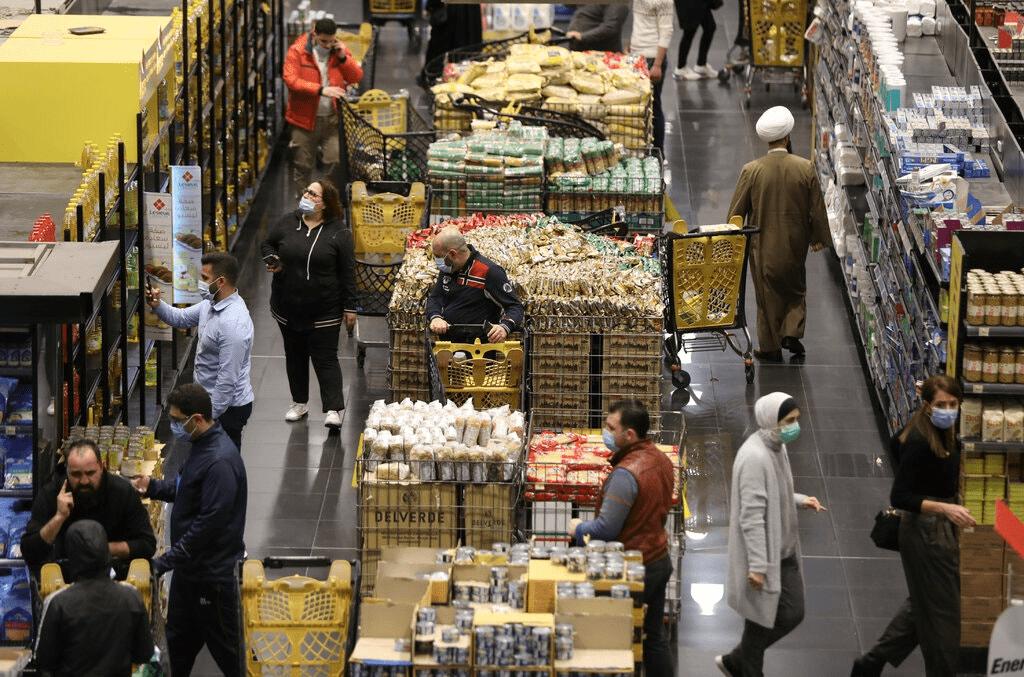 食品涨价4倍,汇率1:15000,通胀击溃了黎巴嫩金融市场
