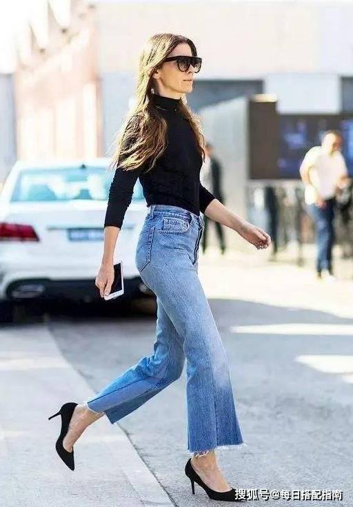 """牛仔褲才是春天的""""標配"""",今年流行這么搭,時髦減齡還顯高"""