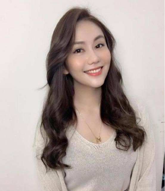 她的母亲是著名演员,父亲是印尼富商,38岁不温不火却依旧美丽