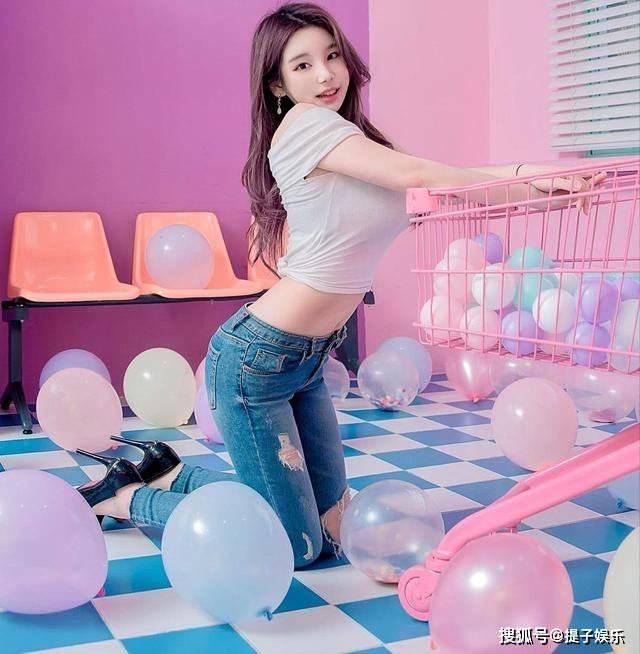 原创             韩国网红美女,长相清纯,前凸后翘的身材,妩媚动人
