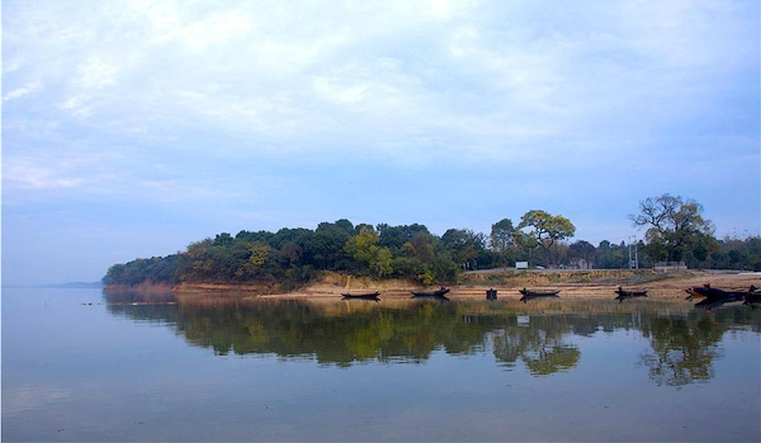 """皖南第一大湖泊,有""""九嘴十三湾、港汉似珠网""""之称"""