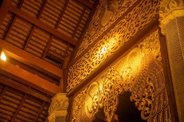 大金塔,西双版纳的标志建筑物,晚上一定来看看