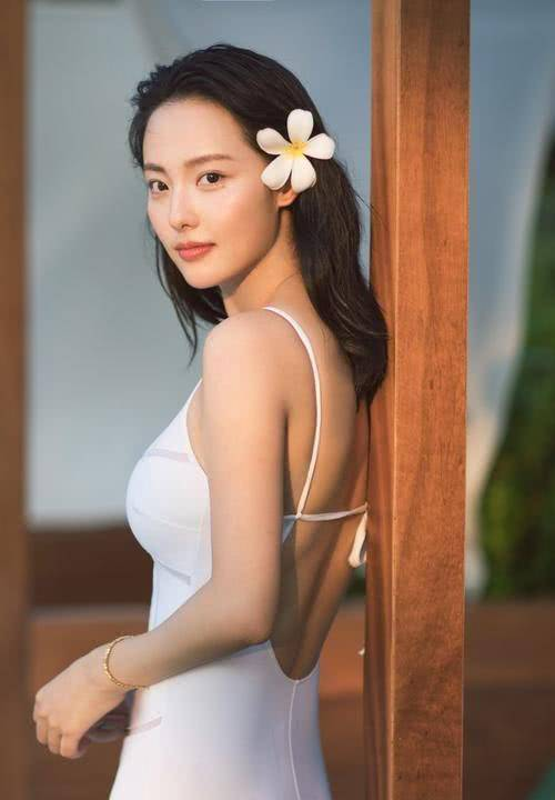 琼瑶唯一一位没被捧红的女主,嫁给亿万富豪,如今美得不可方物