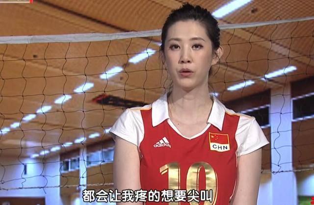 排球女神现身车展,身材高挑面容甜美不输车模,如今生活太滋润