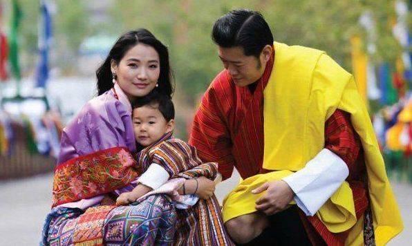 藏族才女佩玛,21岁嫁给不丹国王,童话般的爱情令人羡慕