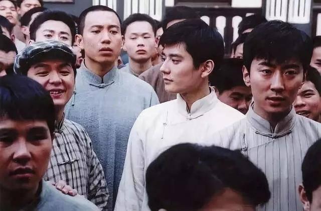 万万没想到,孙俪年轻的时候喜欢过这样的男子,邓超都甘拜下风了  第3张