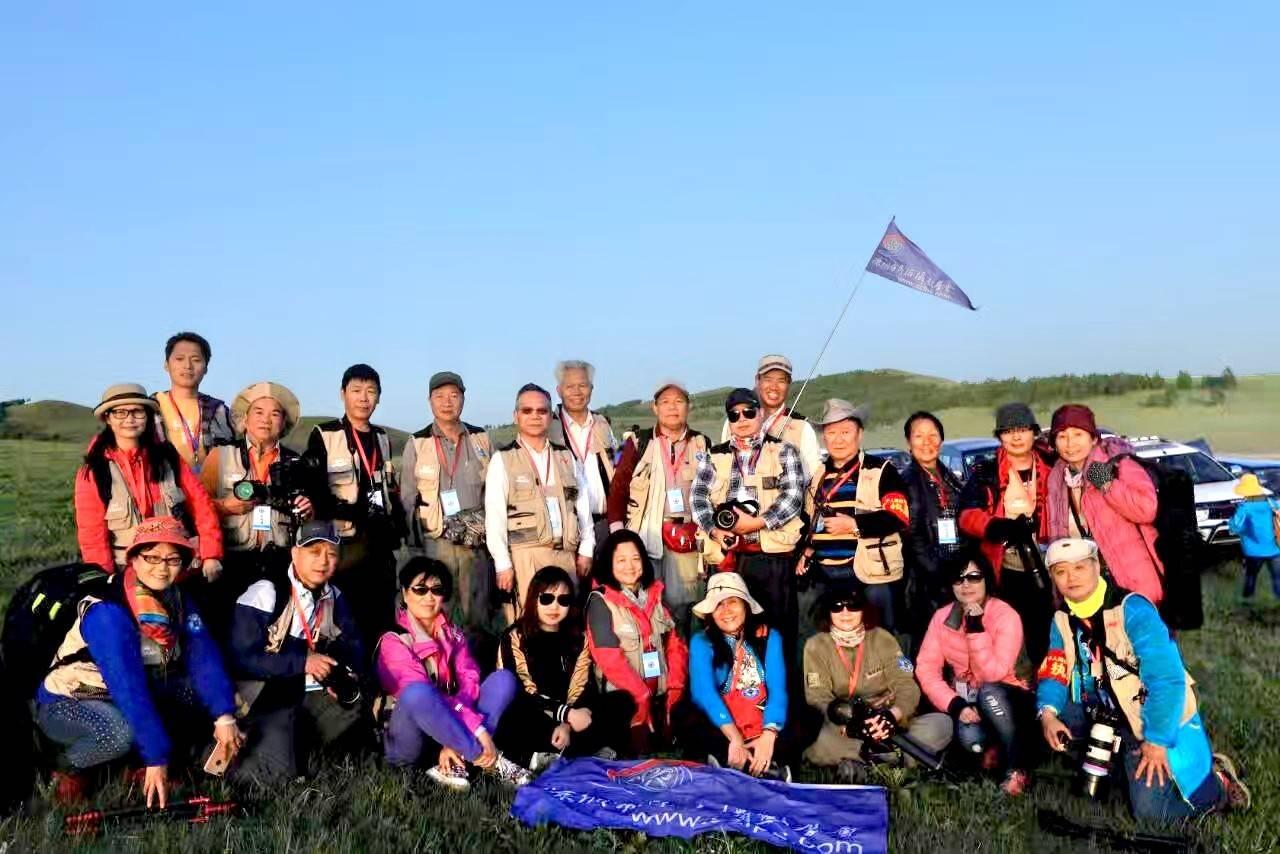 千人相约乌兰布统草原,同拍万马奔腾,预示着全民摄影态势的到来