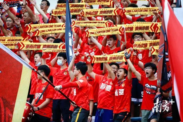 南方日报:居然会有这么一天 担心广州队赢不了球