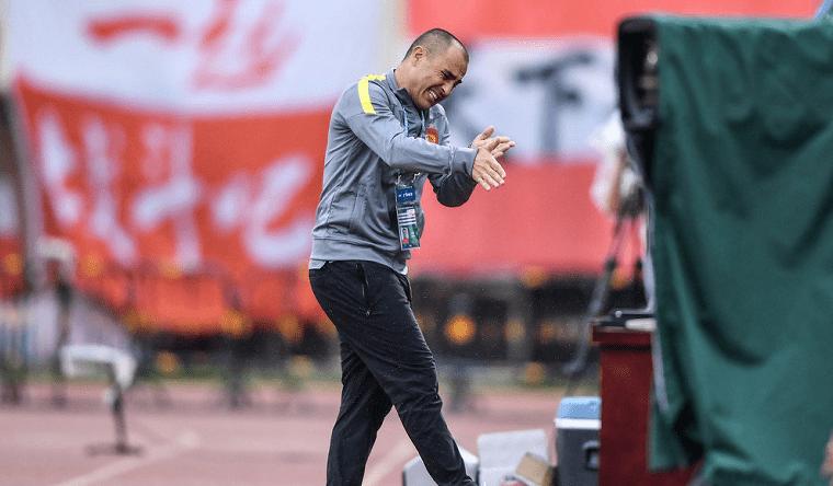 球迷围攻广州队官方账号声讨卡帅 下课呼声再起