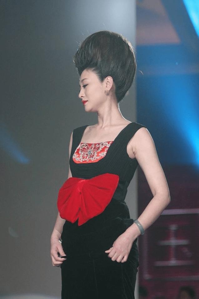 原创             李小冉这发型真别致,梳得这么高霸气有范,可没她这气质真难驾驭