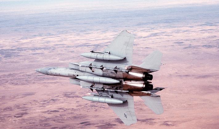 AIM-120先进中程空对空导弹:它有何优势呢?其更快,更小,更轻!