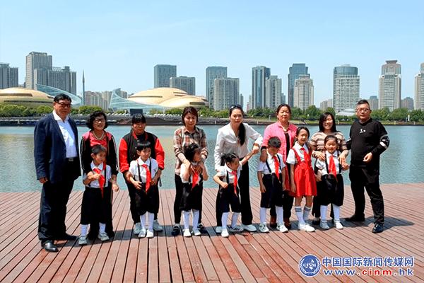 【孟珂泡泡王国历险记】五一节祝天下父母:幸福平安!