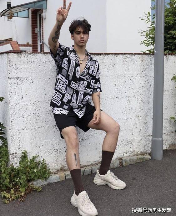 """夏天短裤那么多 还是这条""""四分裤""""时髦百搭 这样穿更显魅力 爸爸 第10张"""