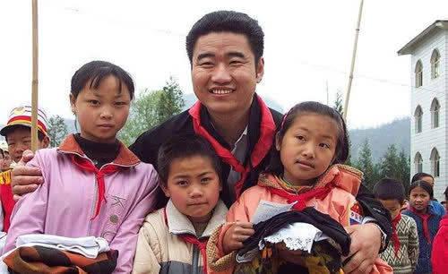 丛飞帮助183名儿童却跟妻子先后去世 只留5岁孤女 现已亭亭玉立-家庭网