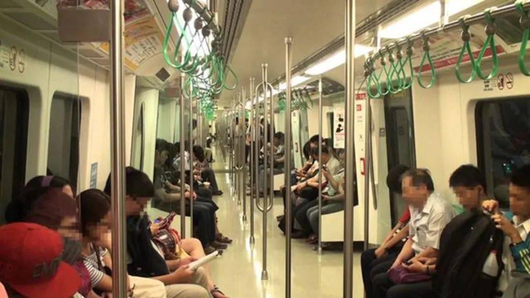"""地铁上 孕妇被咒""""孩子早晚要掉"""" 孕妇下意识的反击太解气了-家庭网"""