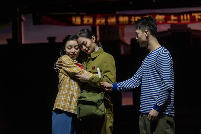 原创             上海旅游又增一处新地标,演出、看秀、拍照、美食样样都精彩