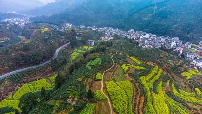 原创             自驾黄山徽州天路,这里随处都是美景,高空俯瞰仿佛如同水墨画卷