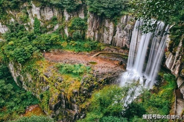 这个瀑布比黄果树要壮观,还有中华第一高瀑的美誉,名字却很难认