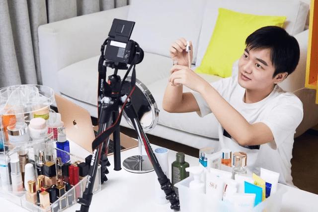 【男性化妆有错吗】鹿晗直言化妆不分性别被网友大赞