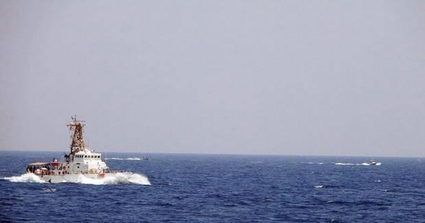美伊戰火升級?伊朗13艘快艇快速逼近美海軍,美國鳴槍警告30次