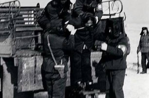 80年代我国最大贪污犯:庭审现场上蹿下跳拒不认罪,后被判枪决