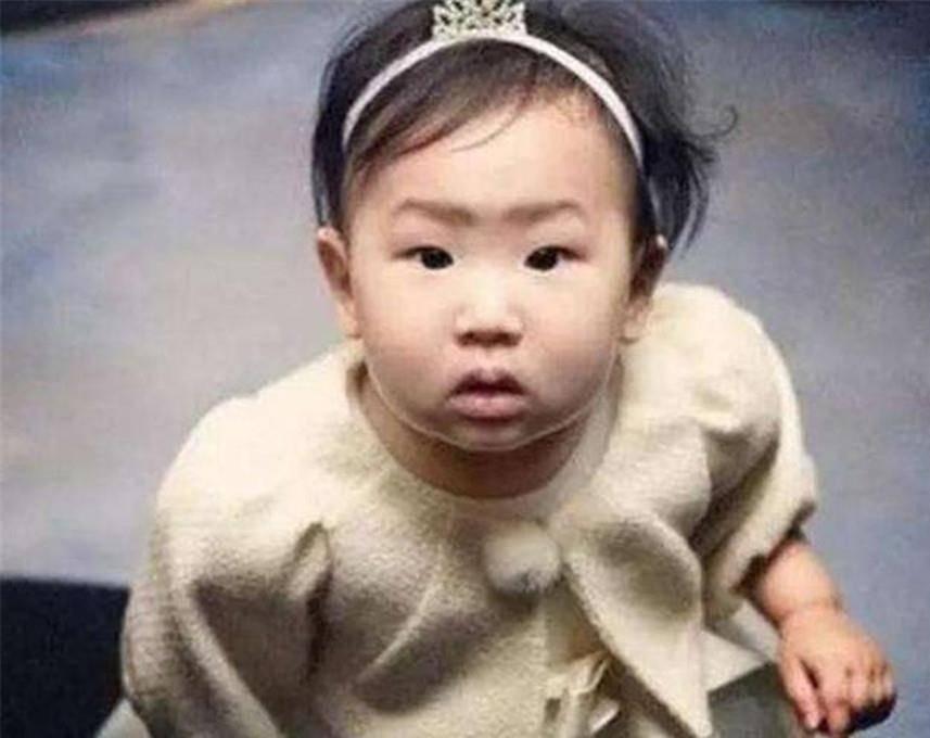 金喜善因女儿丑被质疑,粉丝称孩子小没长开,9年后打脸简直太惨