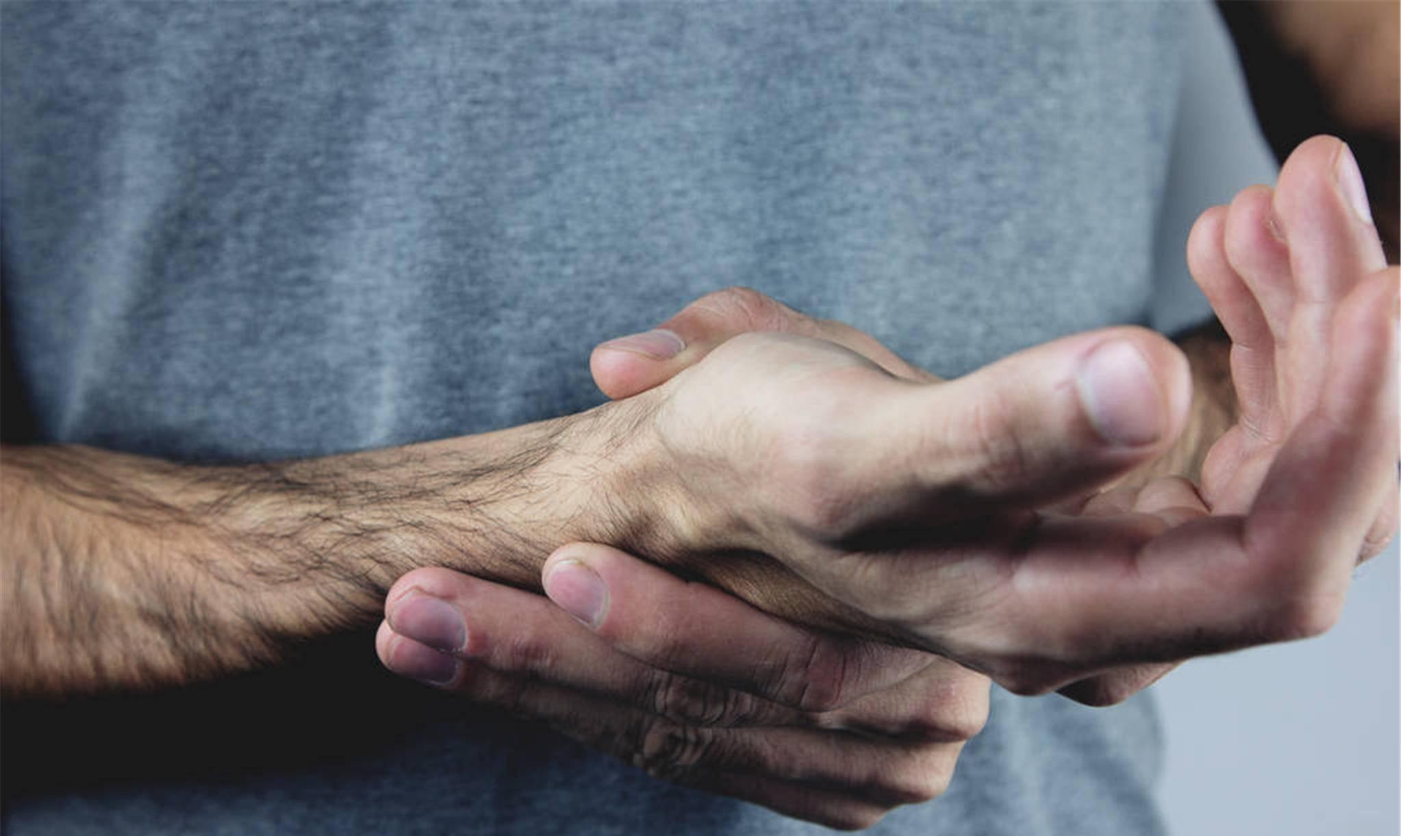 手臂酸痛什么原因 右手臂酸痛是什么原因