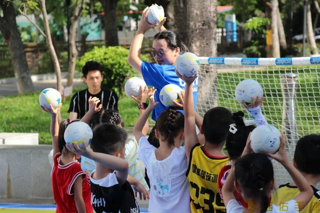 点燃夏日激情,幼儿手球走进社区掀热潮!
