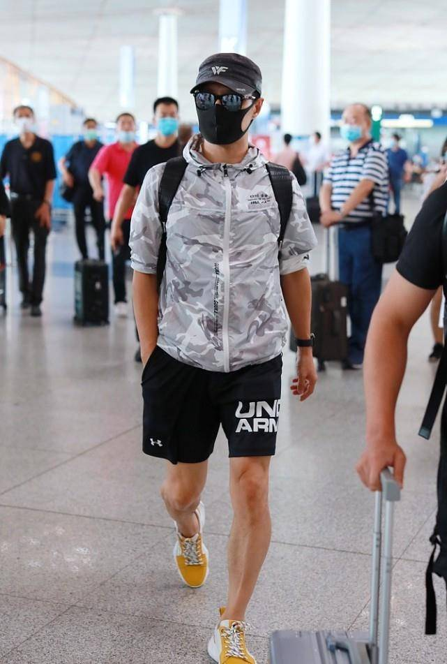 汪峰保养的好没啤酒肚 人到中年穿运动短裤 健壮身材真显男人味 爸爸 第16张