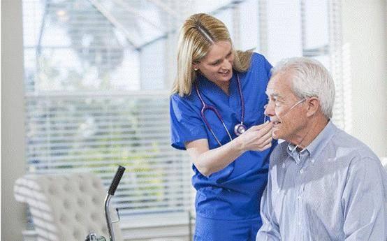 慢阻肺患者居家治疗时齐发平台娱乐,呼吸机和制氧机能起到