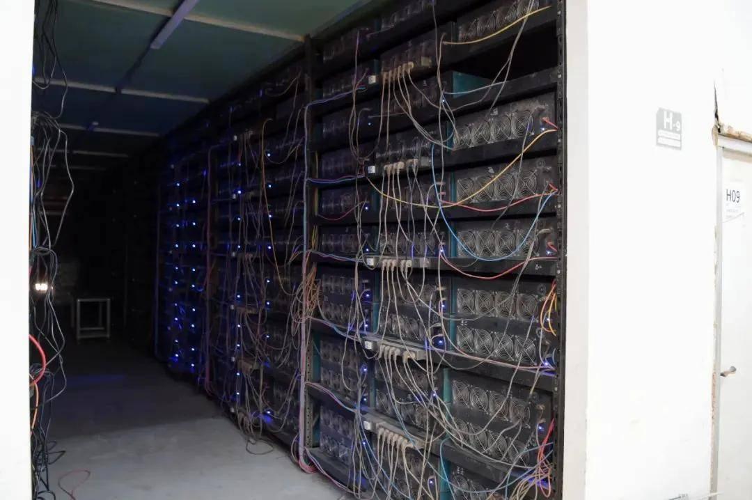 """1万台""""矿机""""一个月能""""吃""""4500万度电!挖的是""""币""""还是""""坑""""?"""