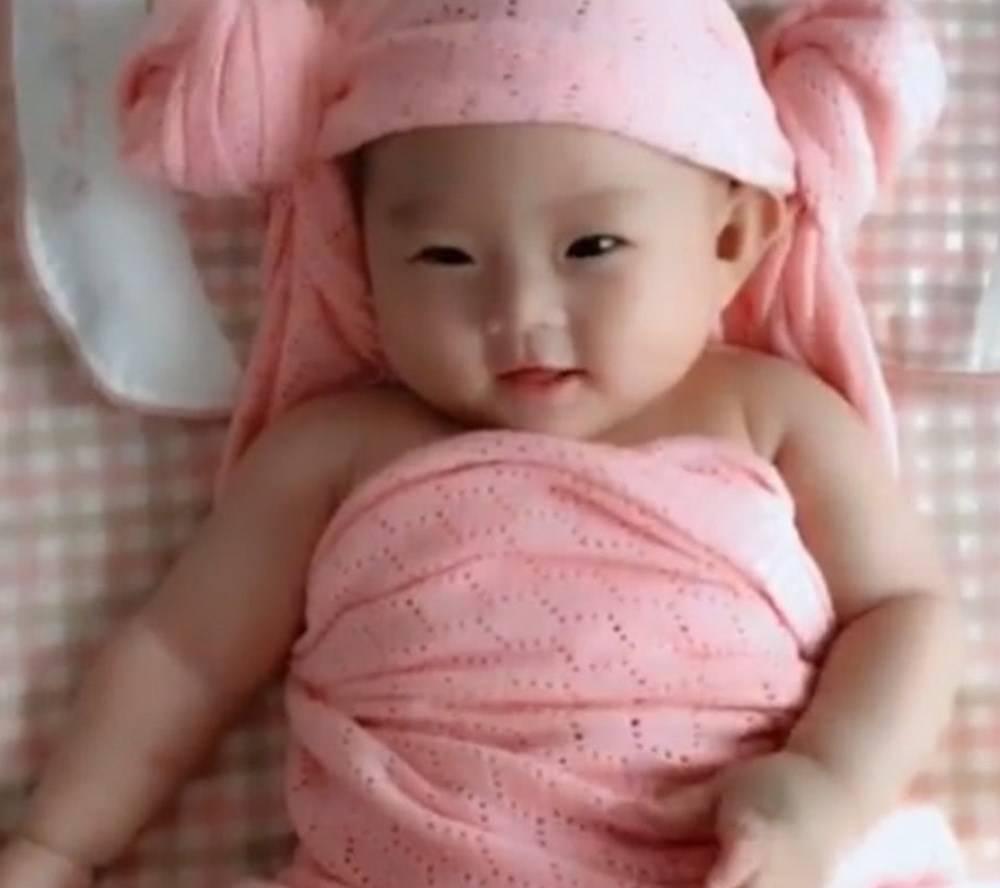 """""""五月出牙六辅食 七月坐八月爬"""" 1~12月婴儿发育口诀 对照下-家庭网"""