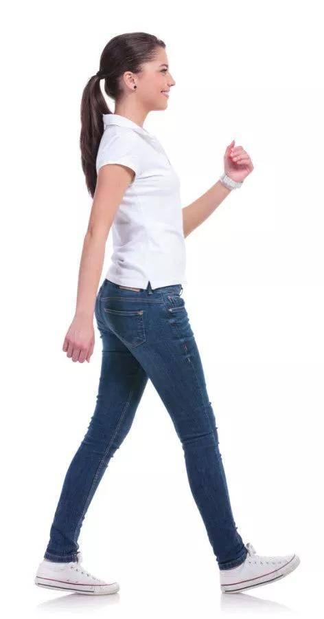 都说倒走能健身养生,每天走多长时间合适?哪些人不能练?