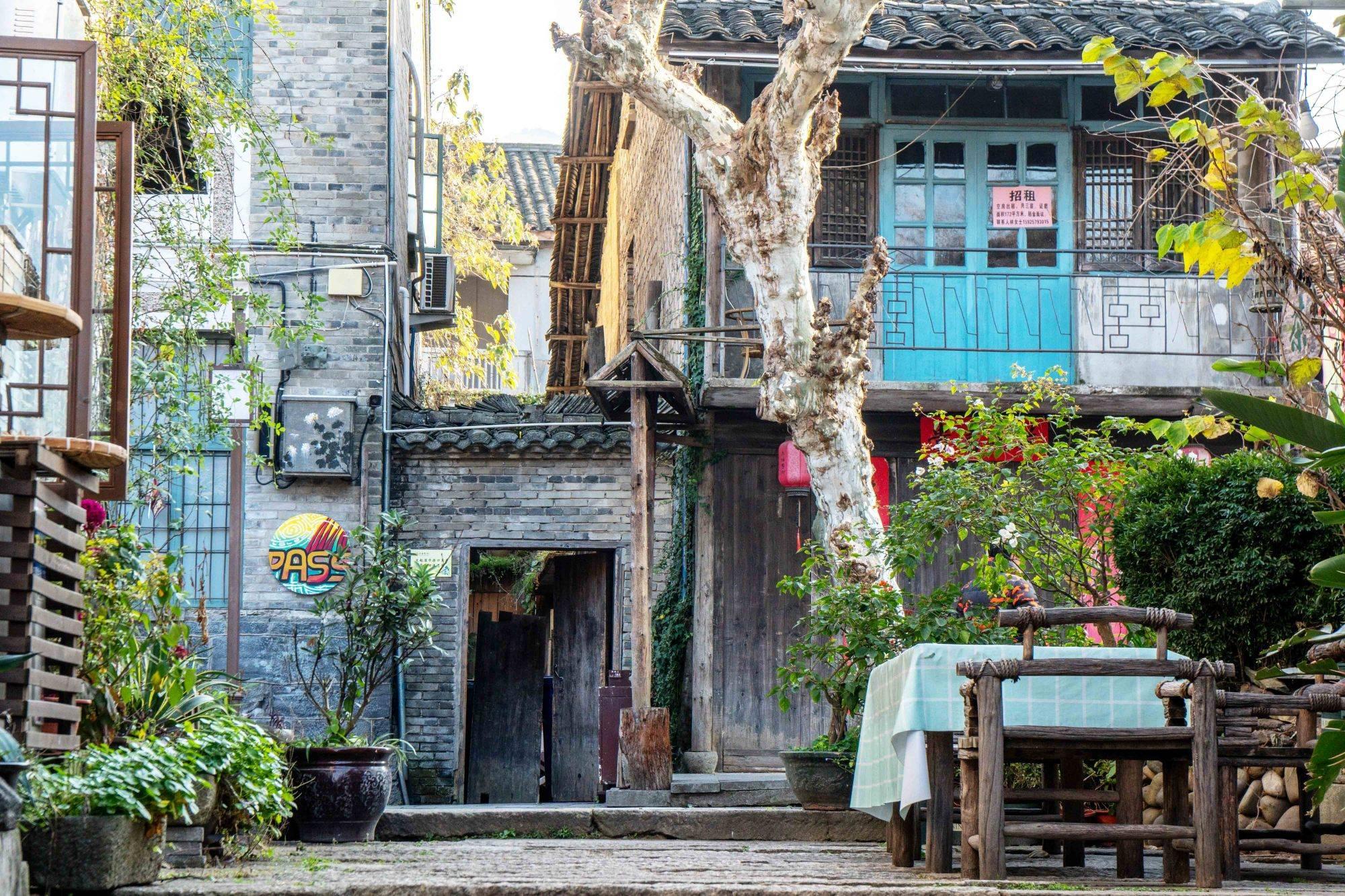 沉积了岁月与历史的江南小镇,依山傍水,风景如画,去过便难忘!