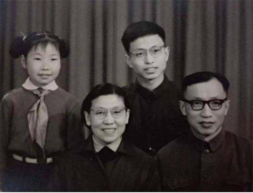 数学天才张益唐,在美国获得博士以后,为何跑去餐饮店打工7年